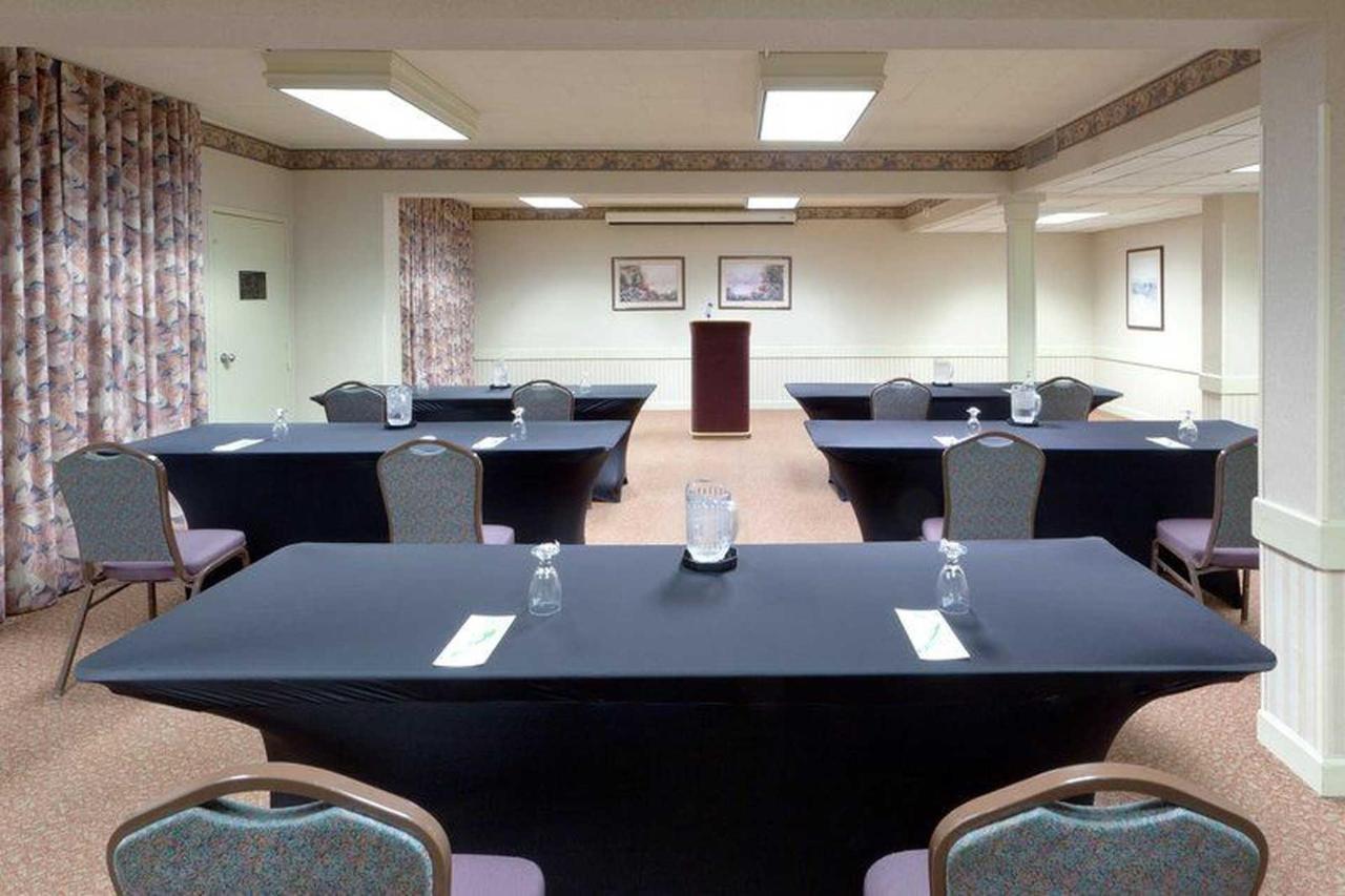 holiday-inn-frederck-meeting-room-classroom-back.jpg.1920x0.jpg