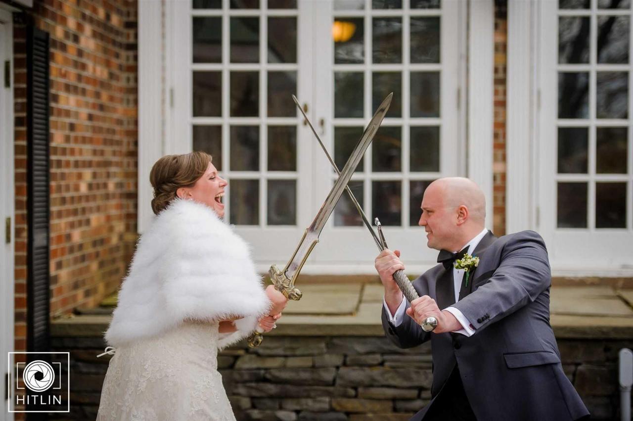 bride-and-groom-swords.jpg.1920x0.jpg
