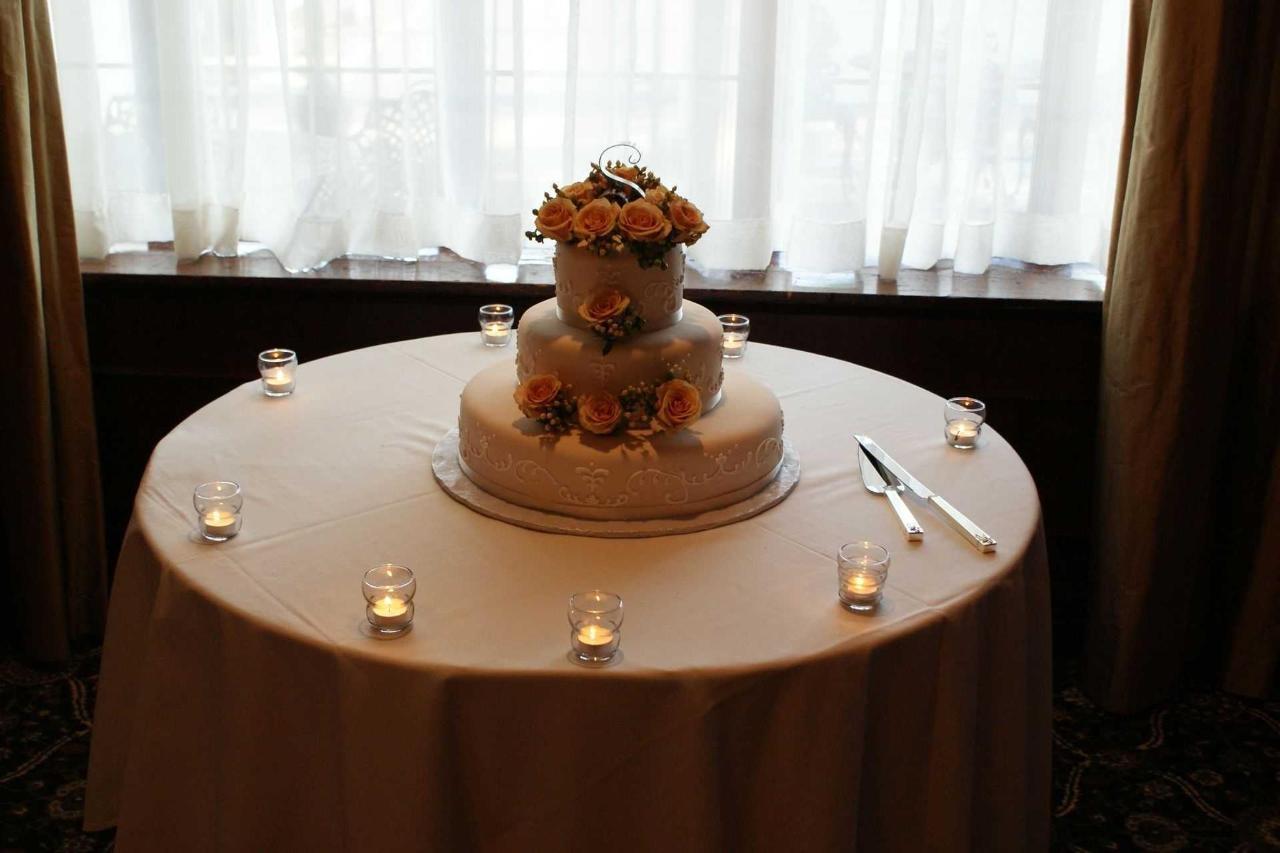 wedding-cake-white-ballroom-peach-rose-1.jpg.1920x0.jpg