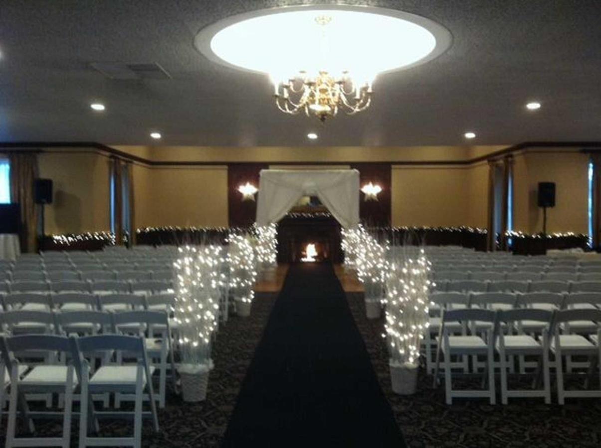 white-ballroom-ceremony.JPG.1920x0.JPG