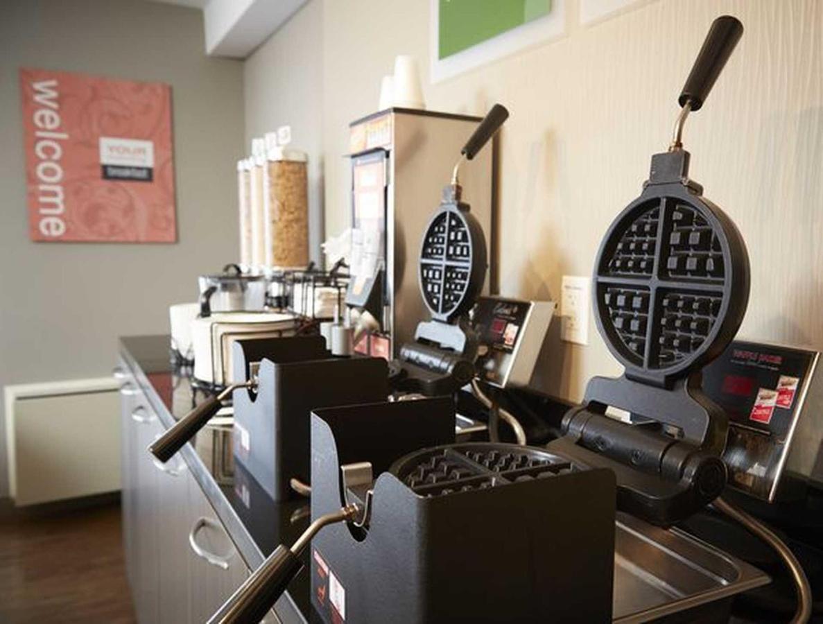 hot-waffles.jpg.1920x0.jpg