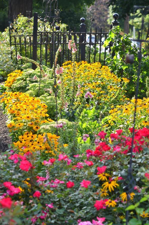 12-gardens-7.jpg.1920x0.jpg