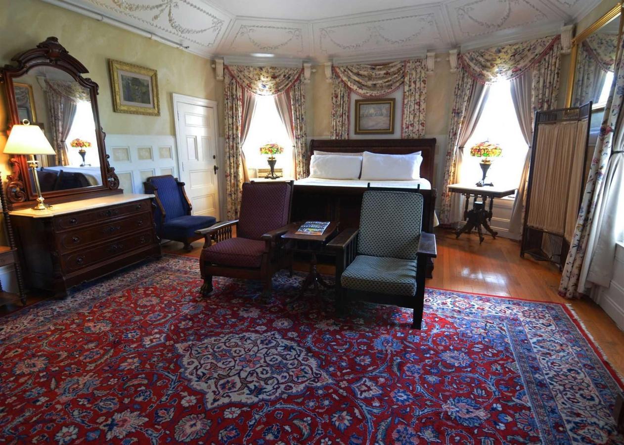 jane-room-3.jpg.1920x0.jpg