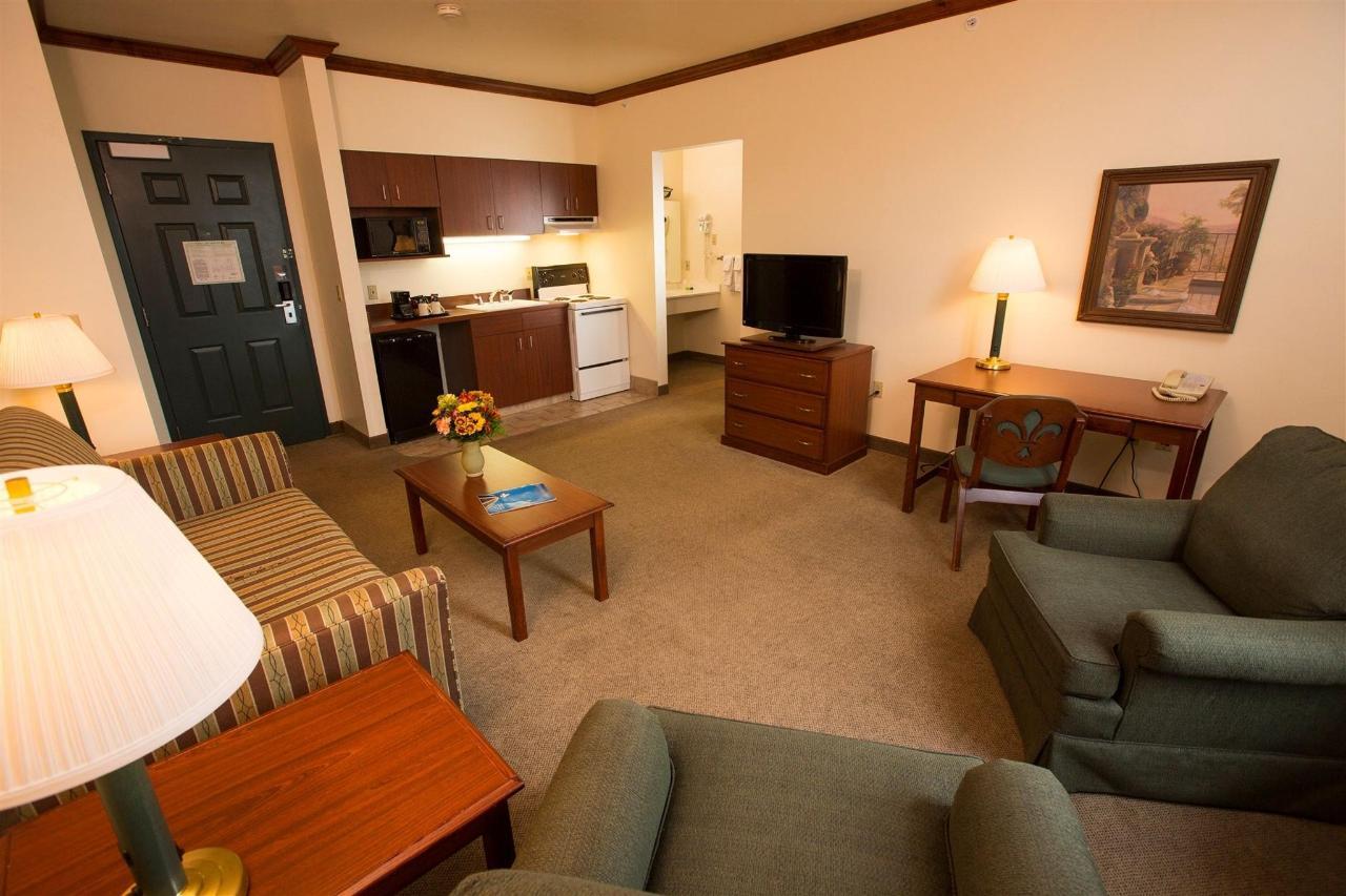 king-executive-suite.jpg