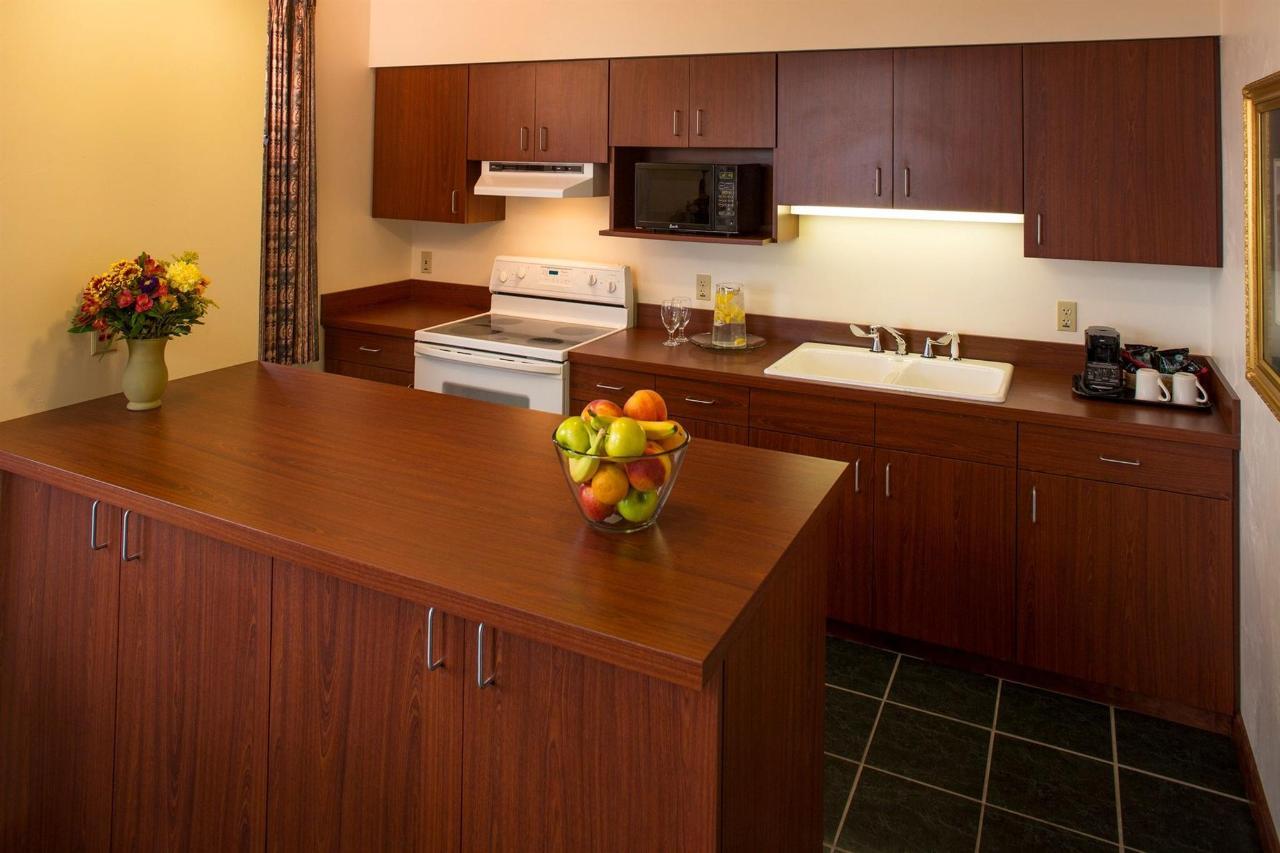 presidential-suite-kitchen.jpg