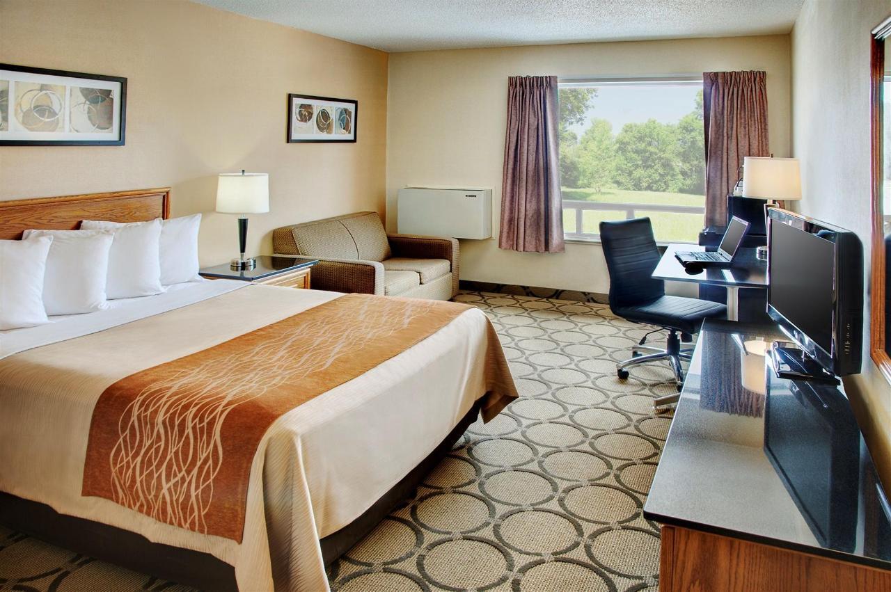 Comfort Room, 1 Queen Bed, Second Floor.jpg