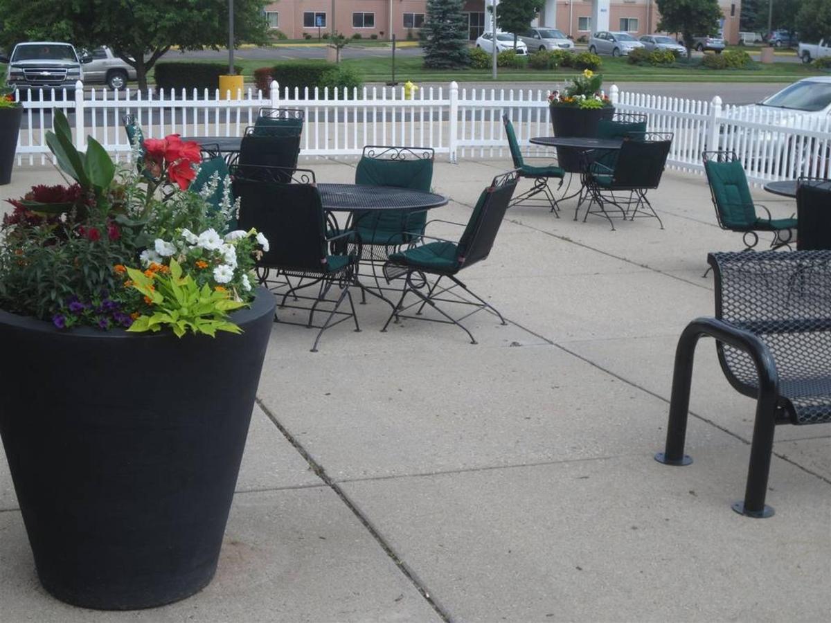 outdoor-patio.JPG.1024x0.JPG