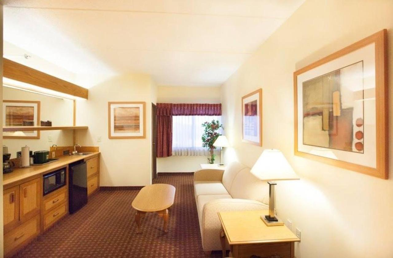 honeymoon-suite-5.jpg.1024x0.jpg