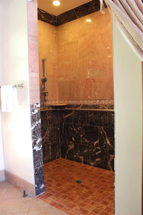 iris-rm-15-bathroom-shower.JPG.1024x0.JPG