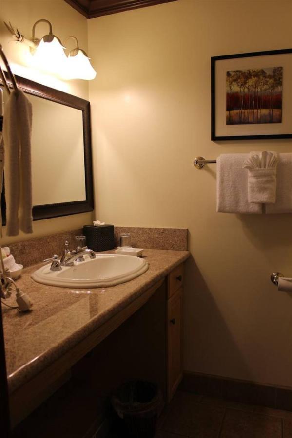 los-alamos-rm-4-bathroom.JPG.1024x0.JPG