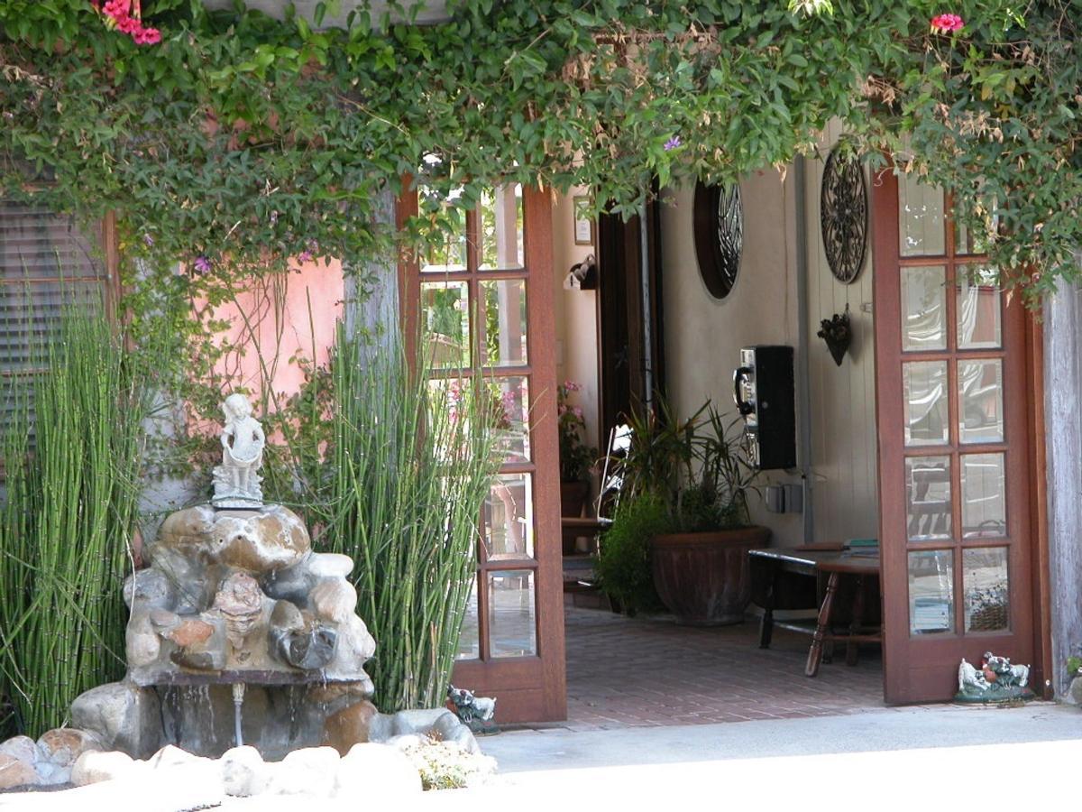 solvang-gardens-photo-back-lobby-shot.jpg.1024x0.jpg
