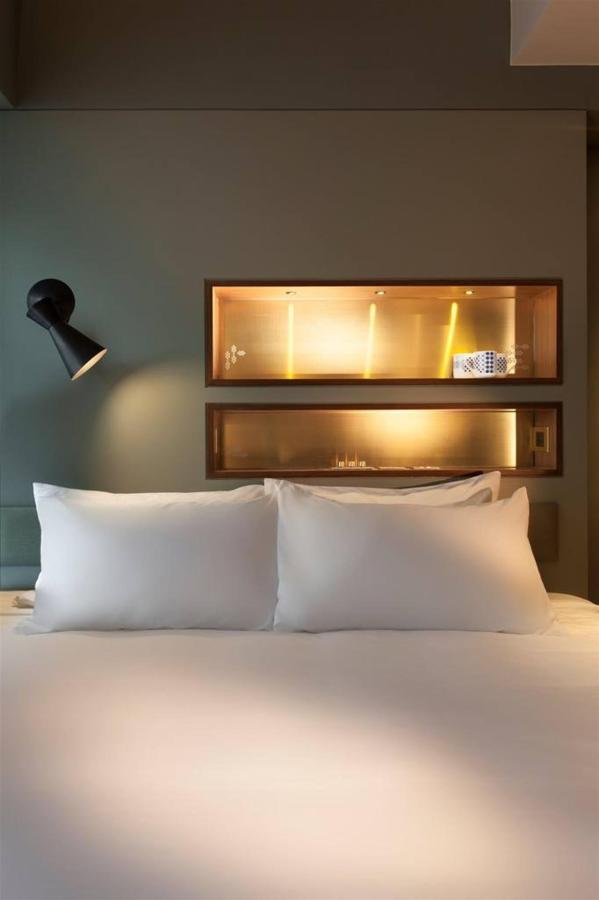 Big Room - Bed.jpg