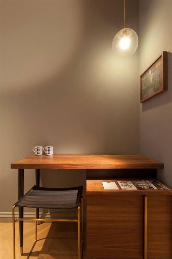 Small Room- Desk.jpg