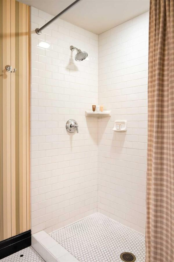 ak_sacak_standard_bath_walk-in_shower-1.jpg