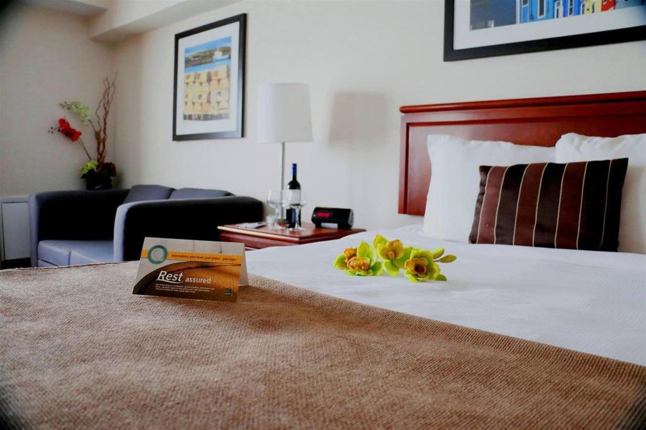 1 Queen Bed.JPG