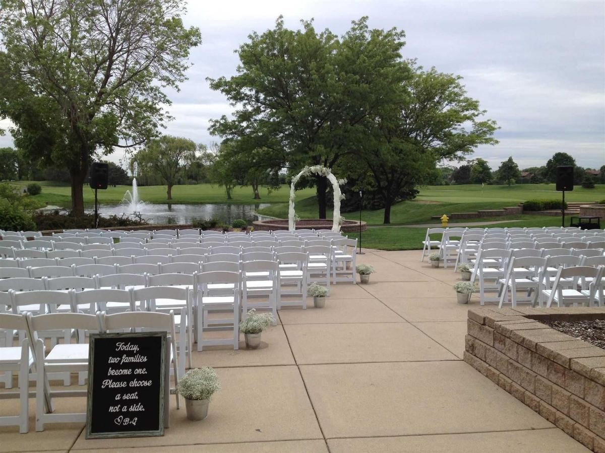 weddding-ceremony-outdoors.jpg.1920x0.jpg