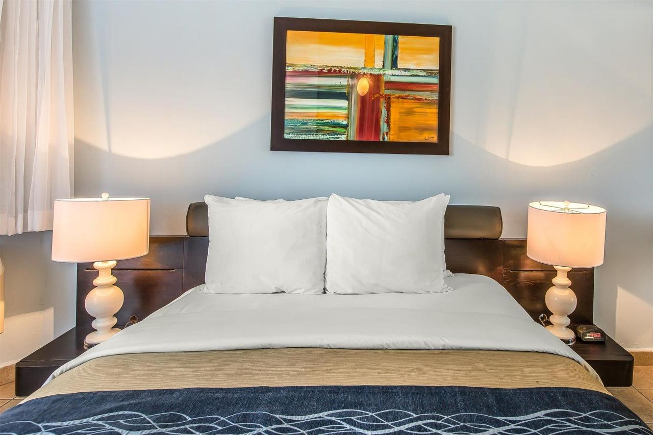 Patio rooms, Quality Inn Piedras Negras Hotel, Piedras Negras, Mexico.jpg