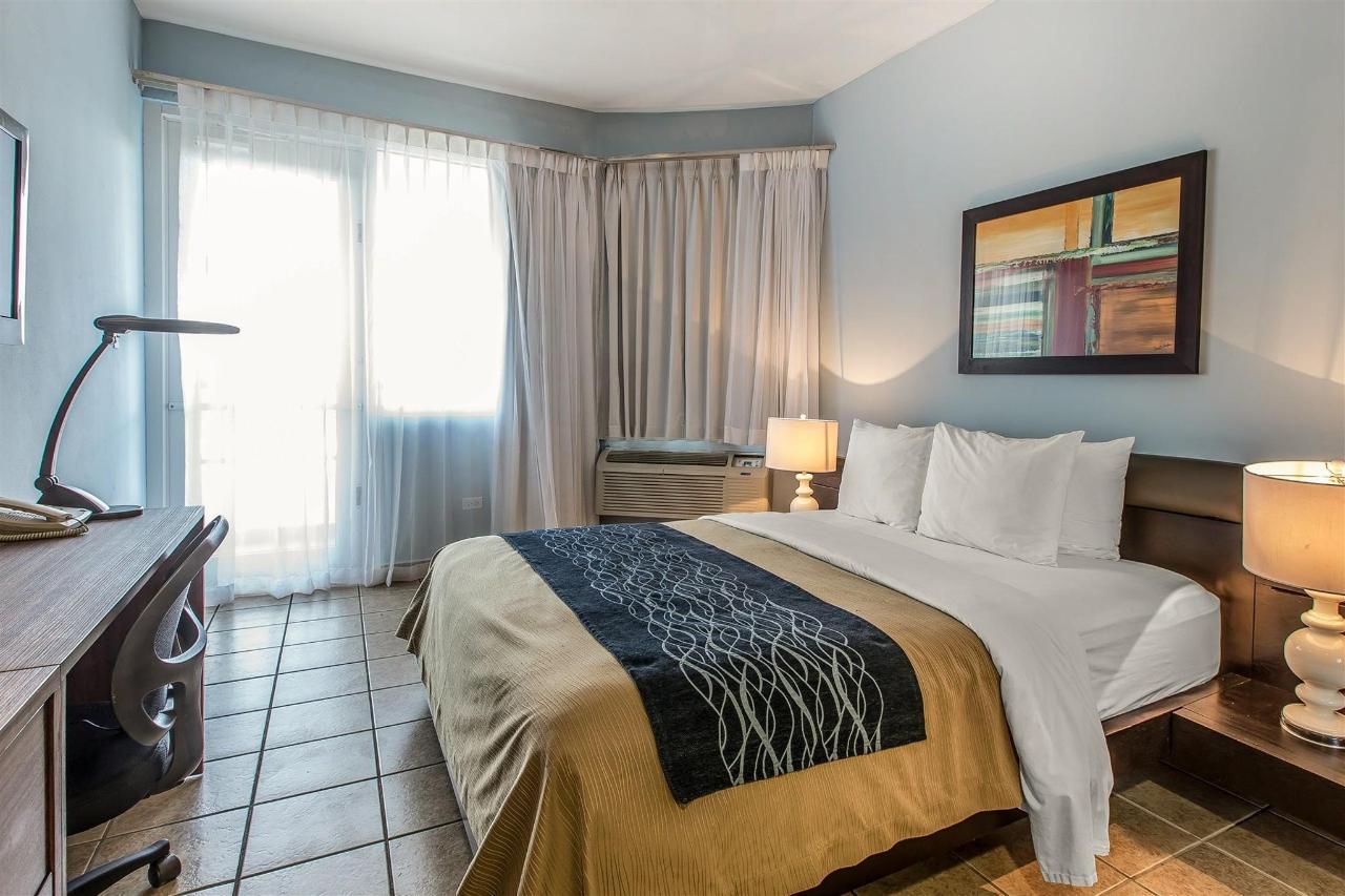 Patio rooms,Quality Inn Piedras Negras Hotel, Piedras Negras, Mexico.jpg
