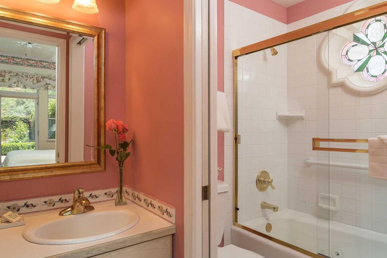evening-primrose-bathroom.jpg.1920x0.jpg