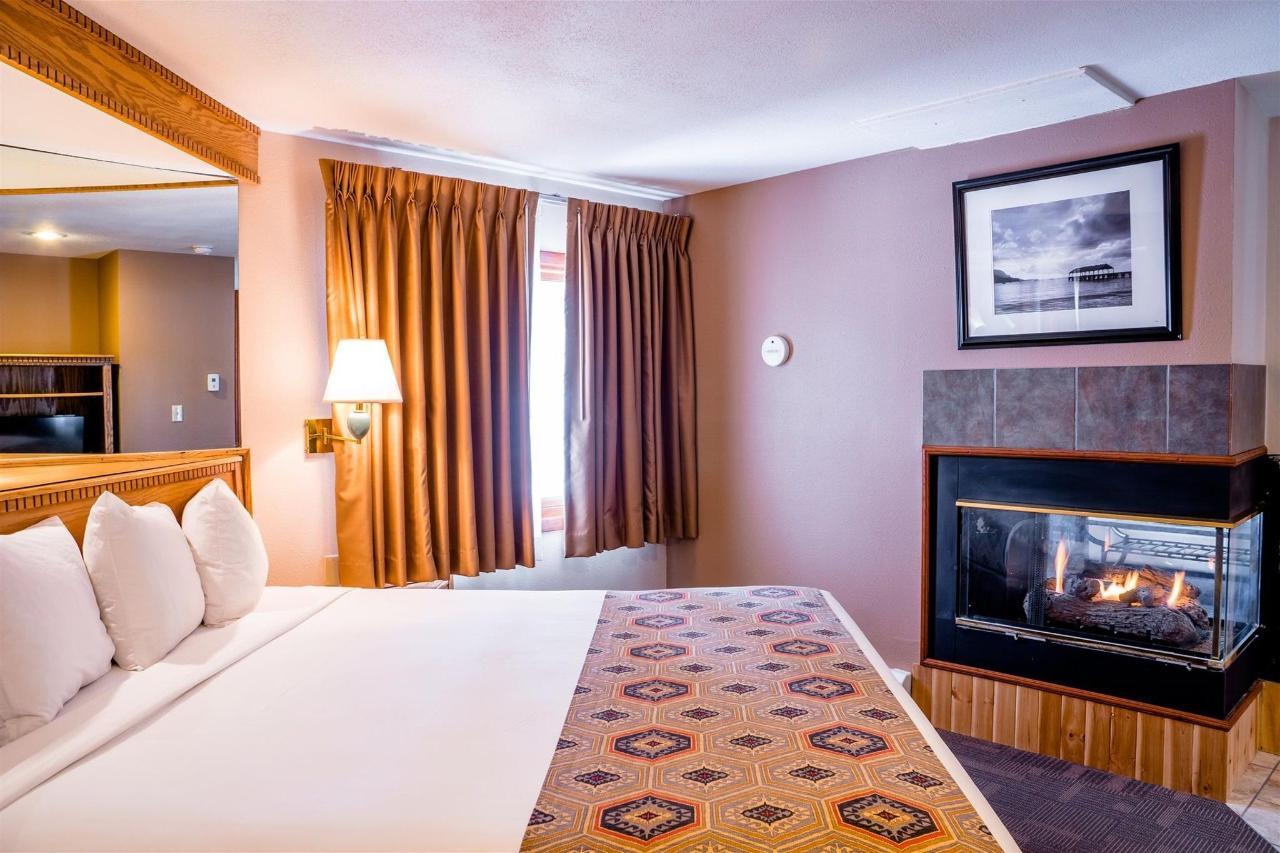 ca-king-suite-bed-fp-use.jpg