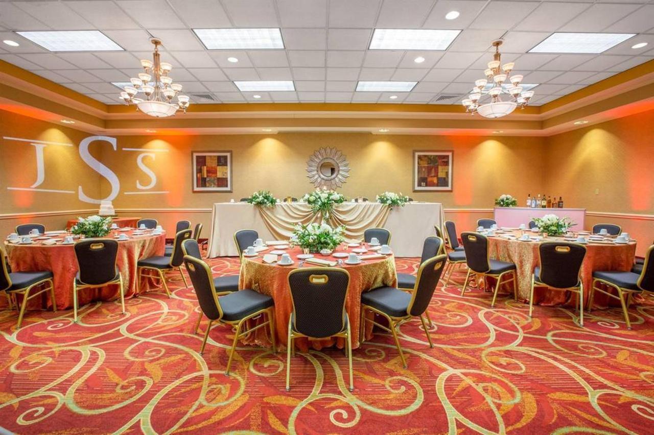ballroom-formal-with-bar-2-low-res.jpg.1080x0.jpg