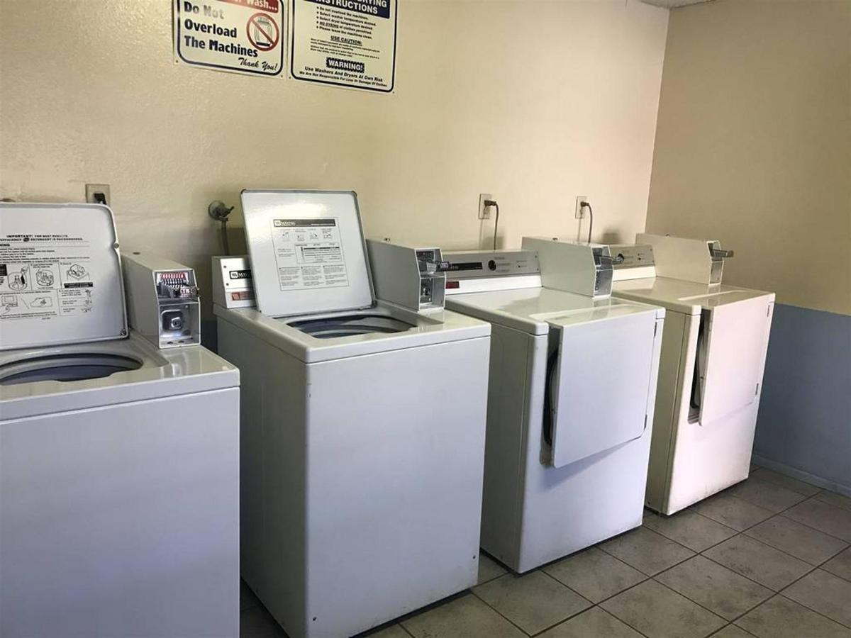 GUEST LAUNDRY 1.JPG