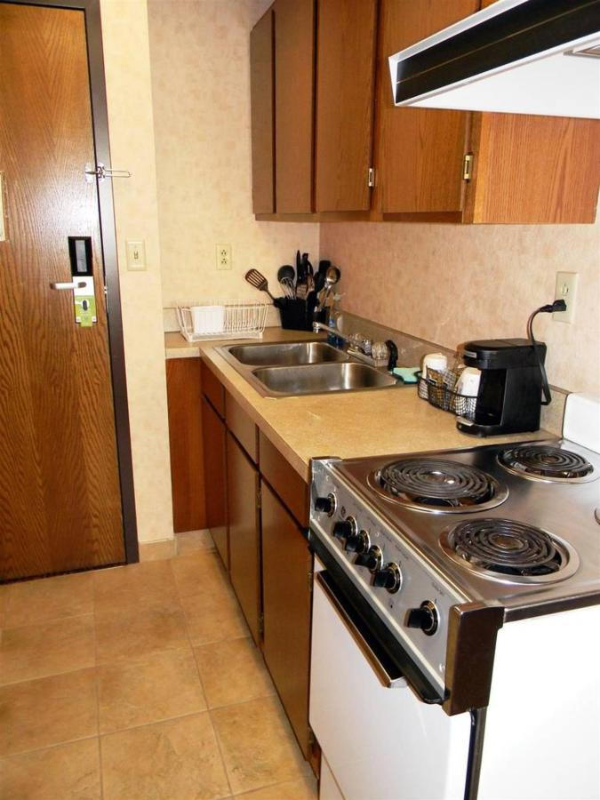 Kitchenette, Queen Bed, No Smoking1.JPG