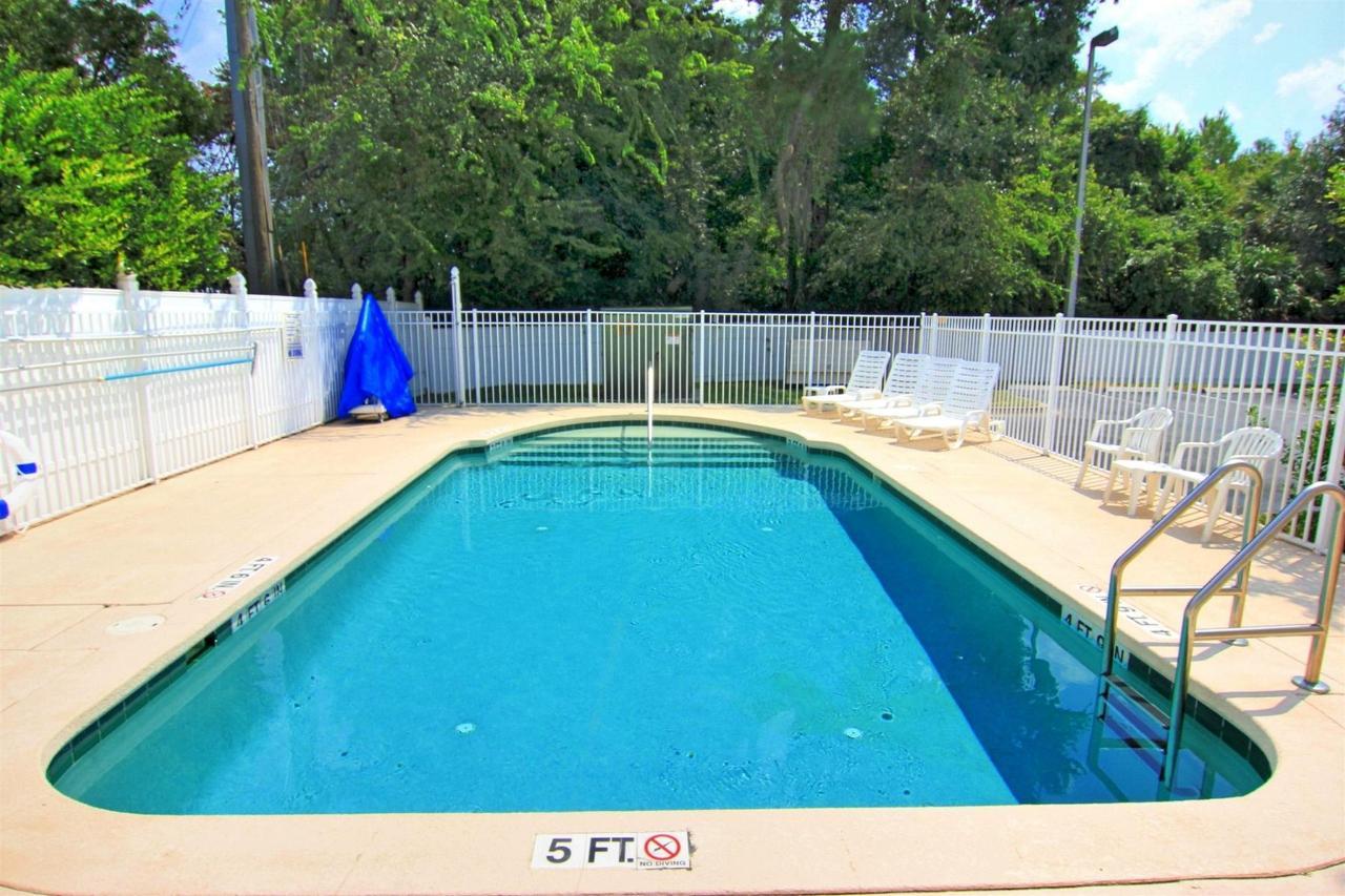 flb21-pool-21.jpg