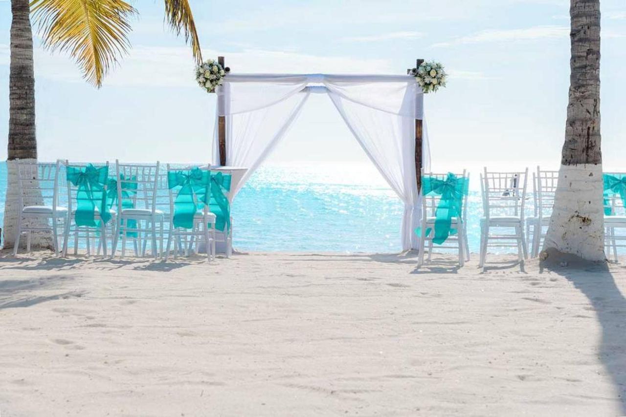 Weddings_HolidayInnAruba2.jpg