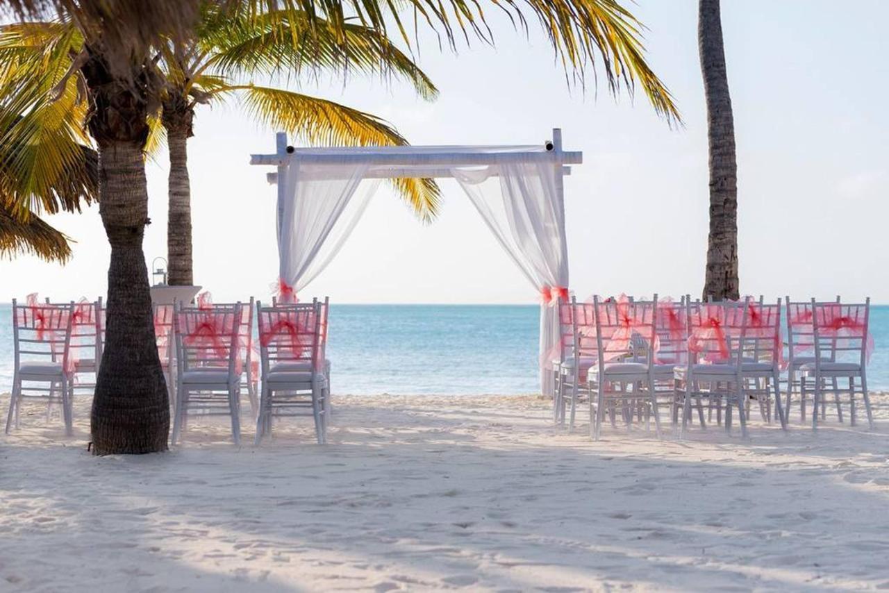 Weddings_HolidayInnAruba8.jpg
