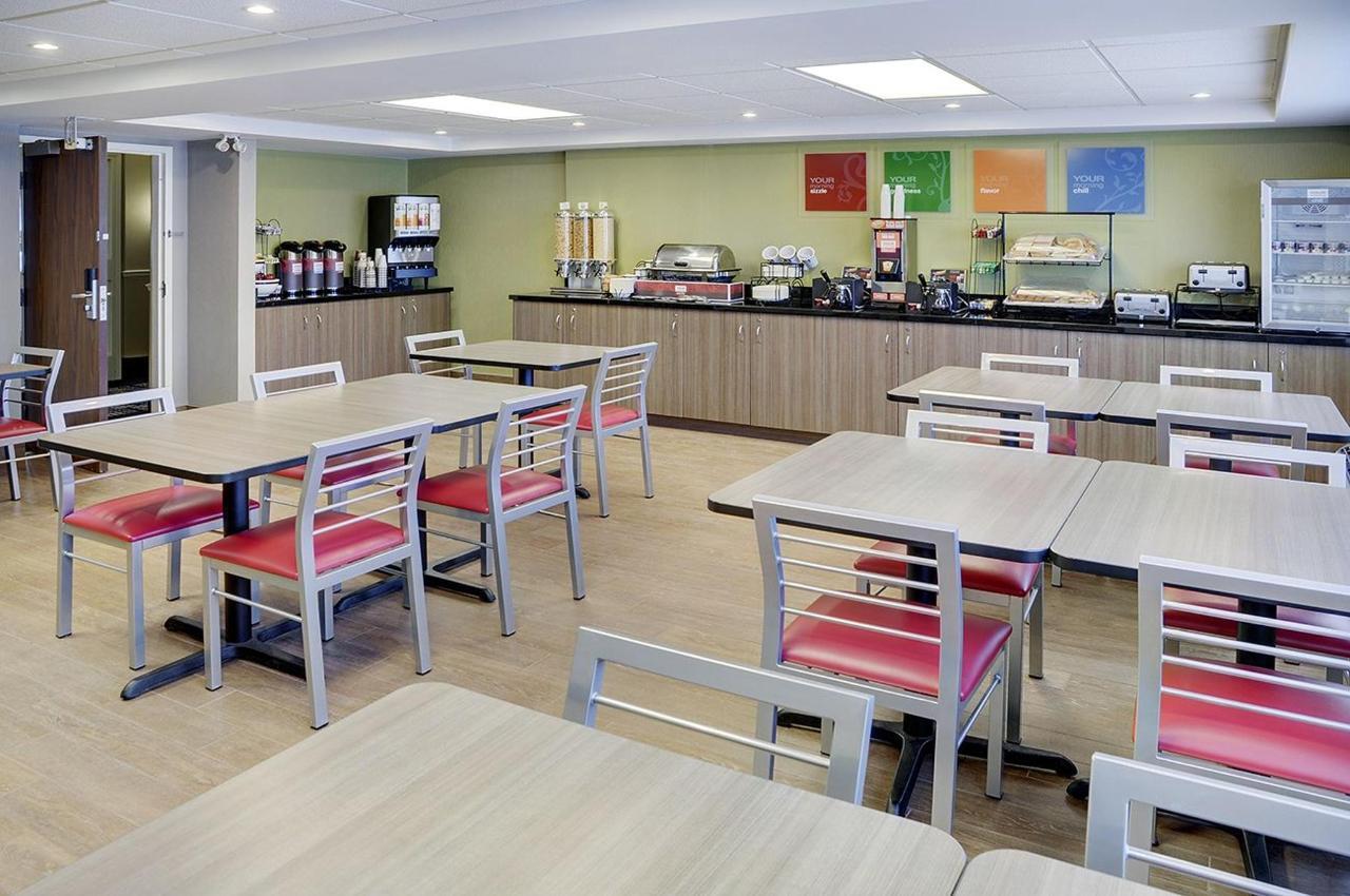 Breakfast   Comfort Inn Belleville   Belleville   Ontario   Canada.jpg