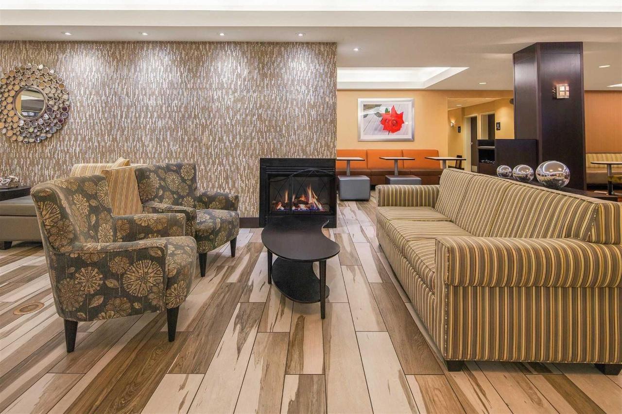 lobby-chairs-new.jpg.1920x0.jpg