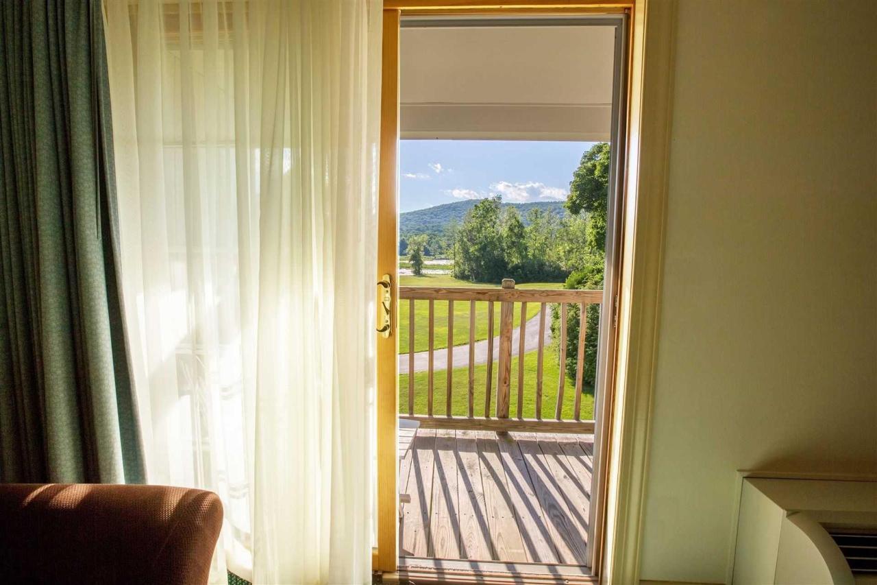 yankee-inn-view-room.jpg.1920x0 (1).jpg