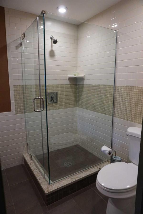 416-bathroom-3.JPG.1920x0.JPG