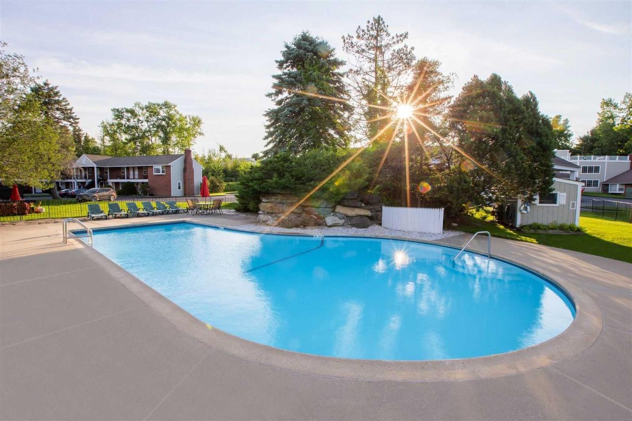 2016-outdoor-pool-1.jpg.1920x0.jpg