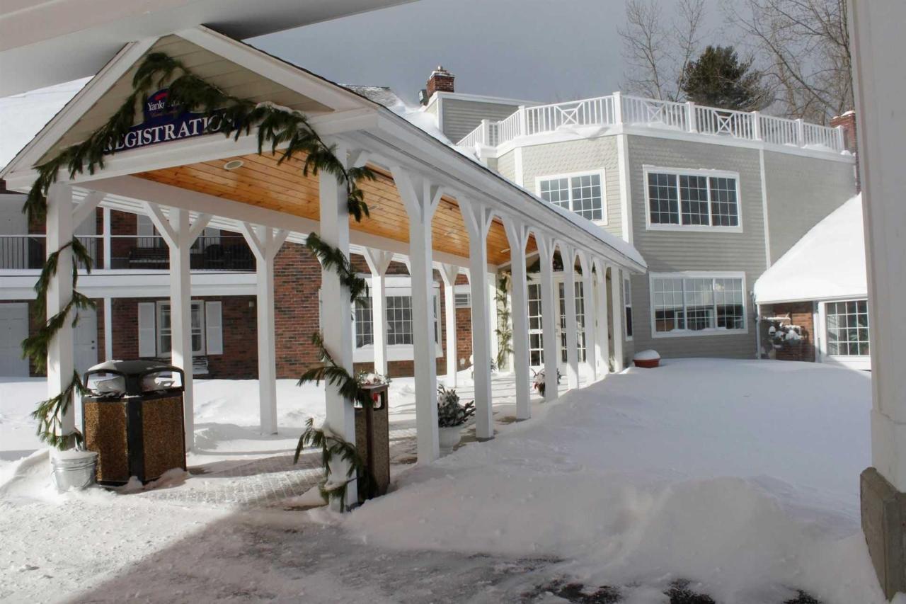 yankee-entrance-snowy-2.JPG.1920x0.JPG