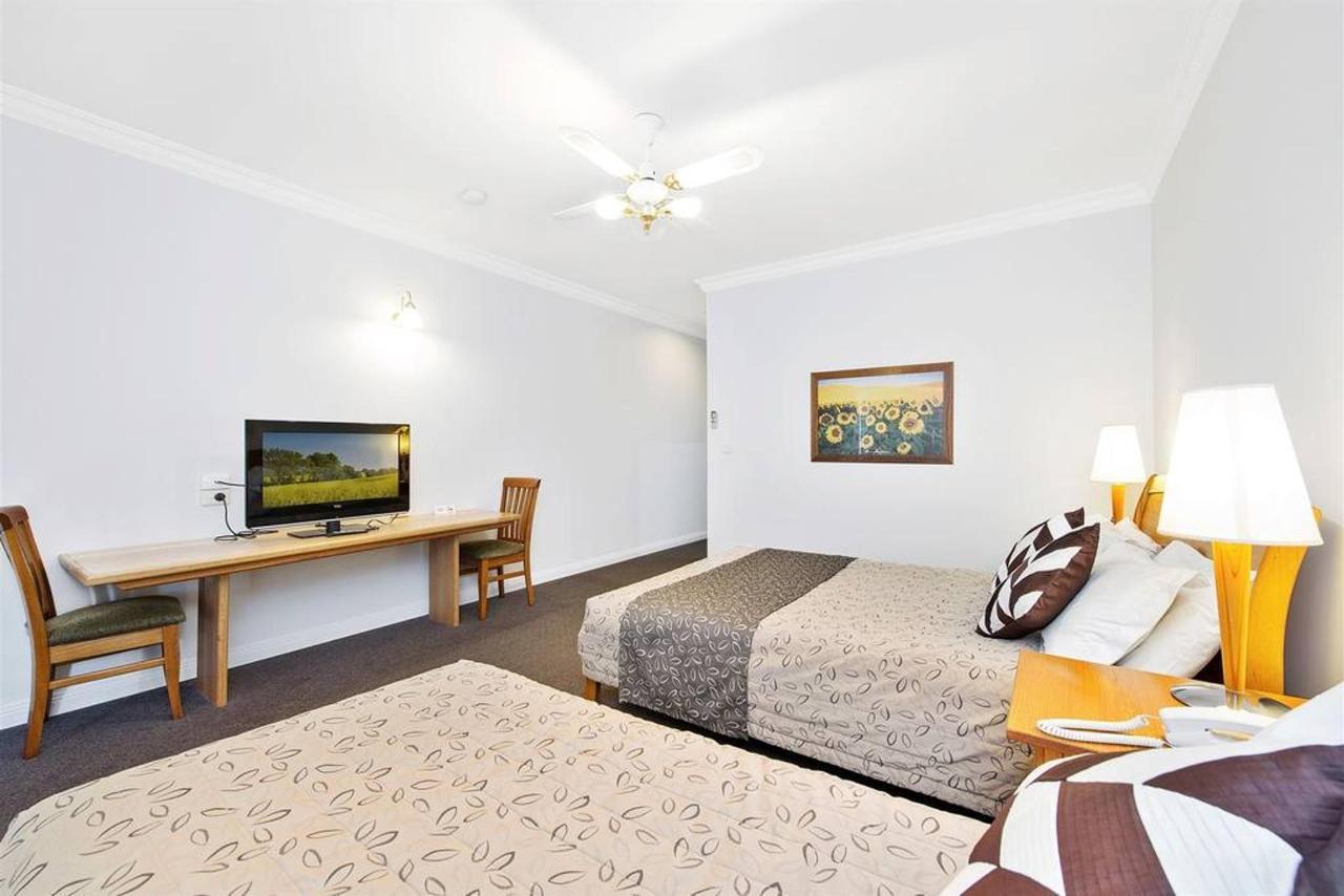 twin-room-2.jpg.1024x0.jpg