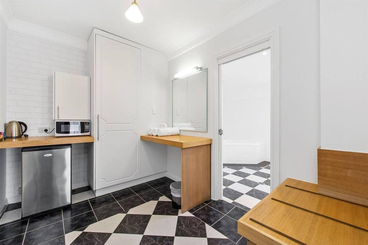 deluxe-spa-room-3.jpg.1024x0.jpg