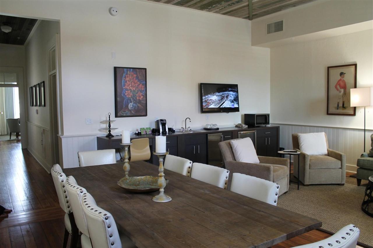 grand-penthouse-living-area-2.JPG.1024x0.JPG