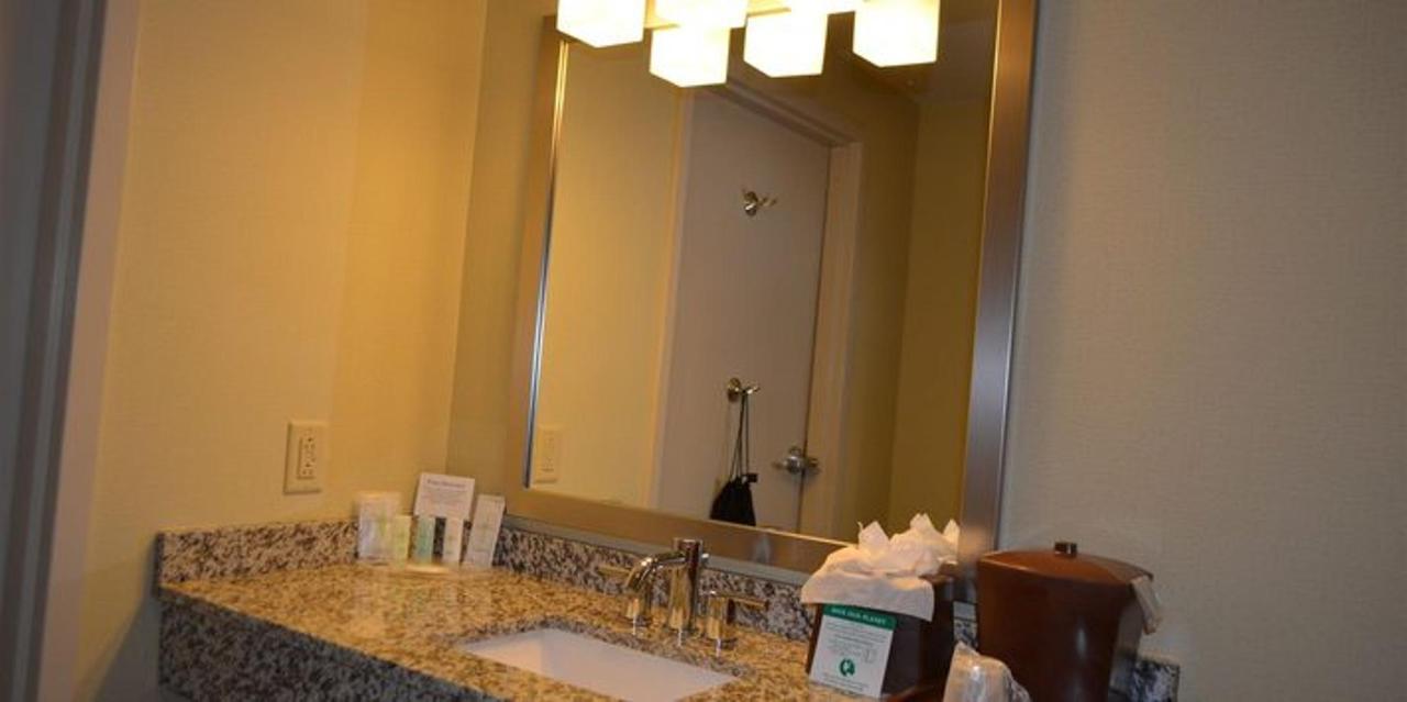 bathroom-shnk-21.JPG.711x355_default.JPG