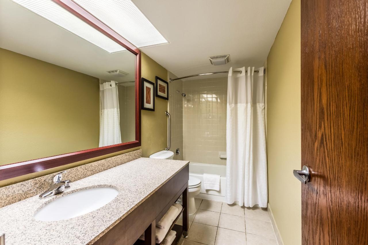 Bathroom Executive.jpg