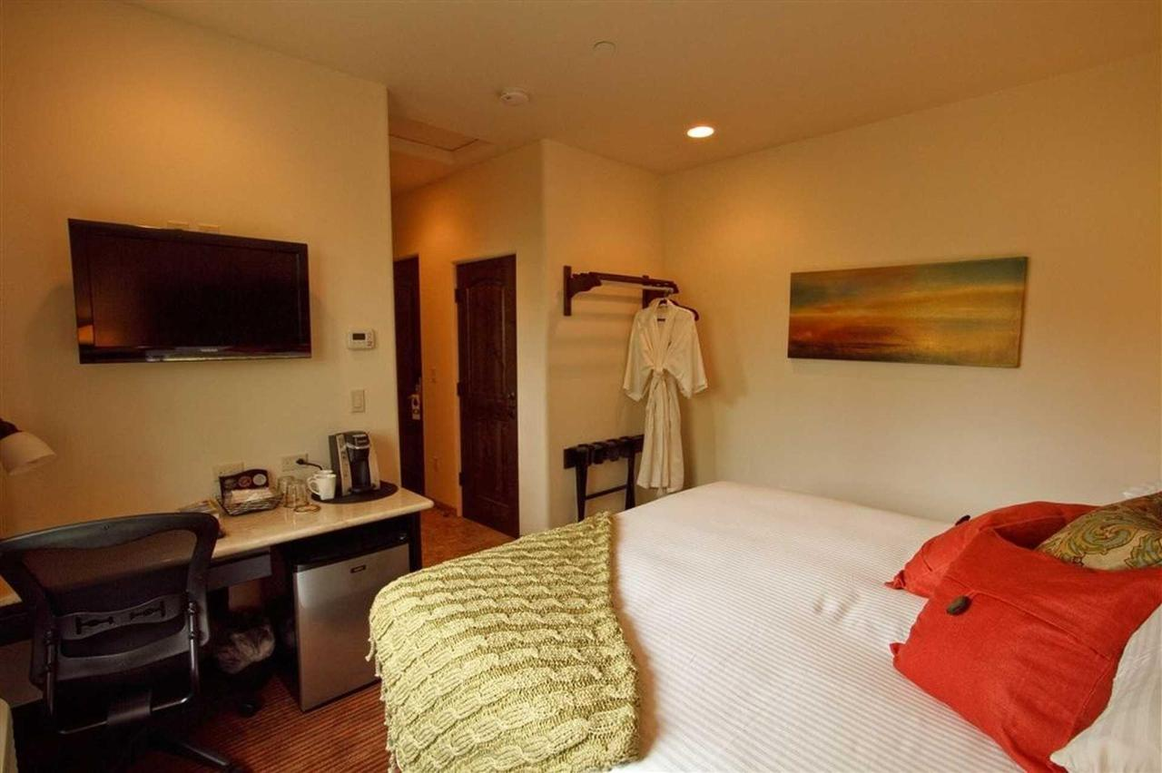 Double King Suite 1.jpg