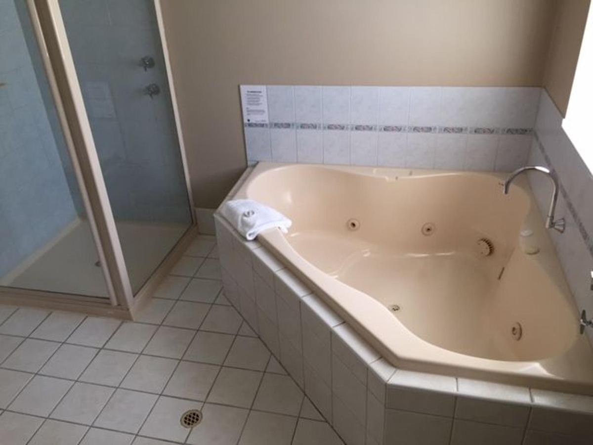 1br-suite-spa.JPG