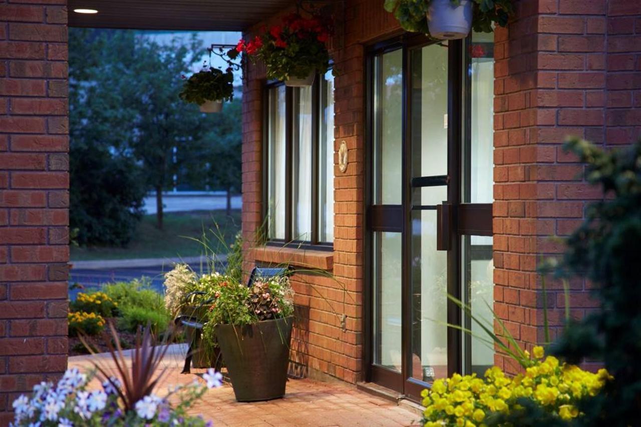 entrance-at-night.jpg.1024x0.jpg