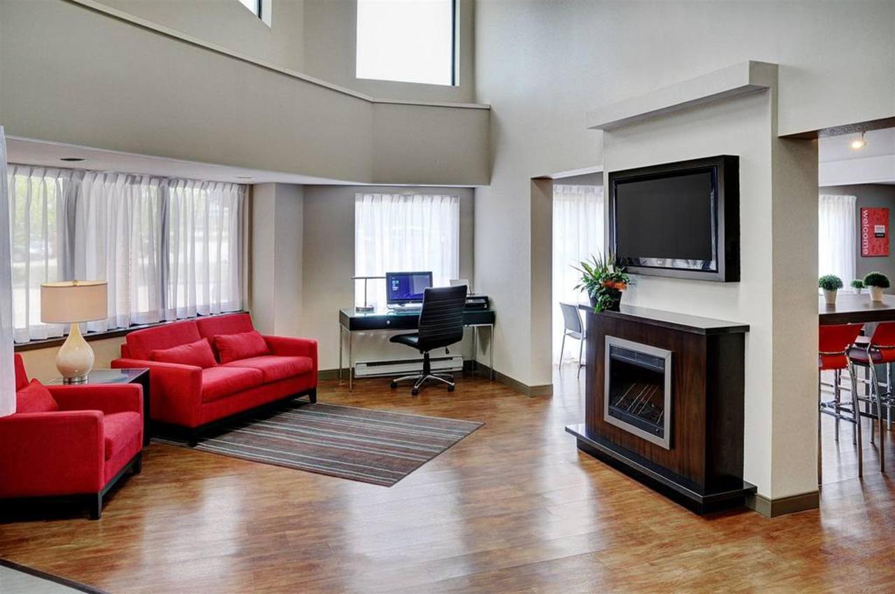 cozy-welcome-lobby.jpg.1024x0.jpg