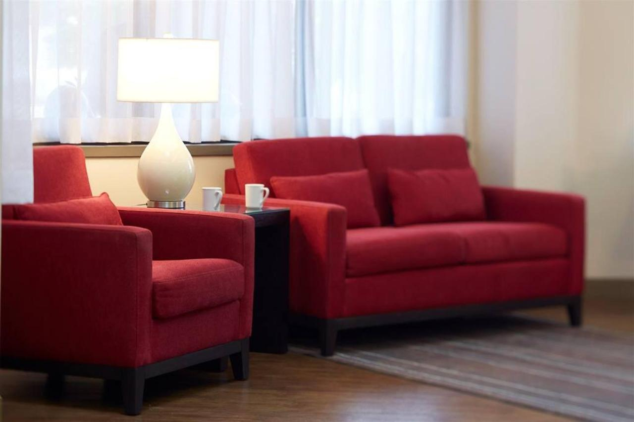 confortable-lobby-seating.jpg.1024x0.jpg
