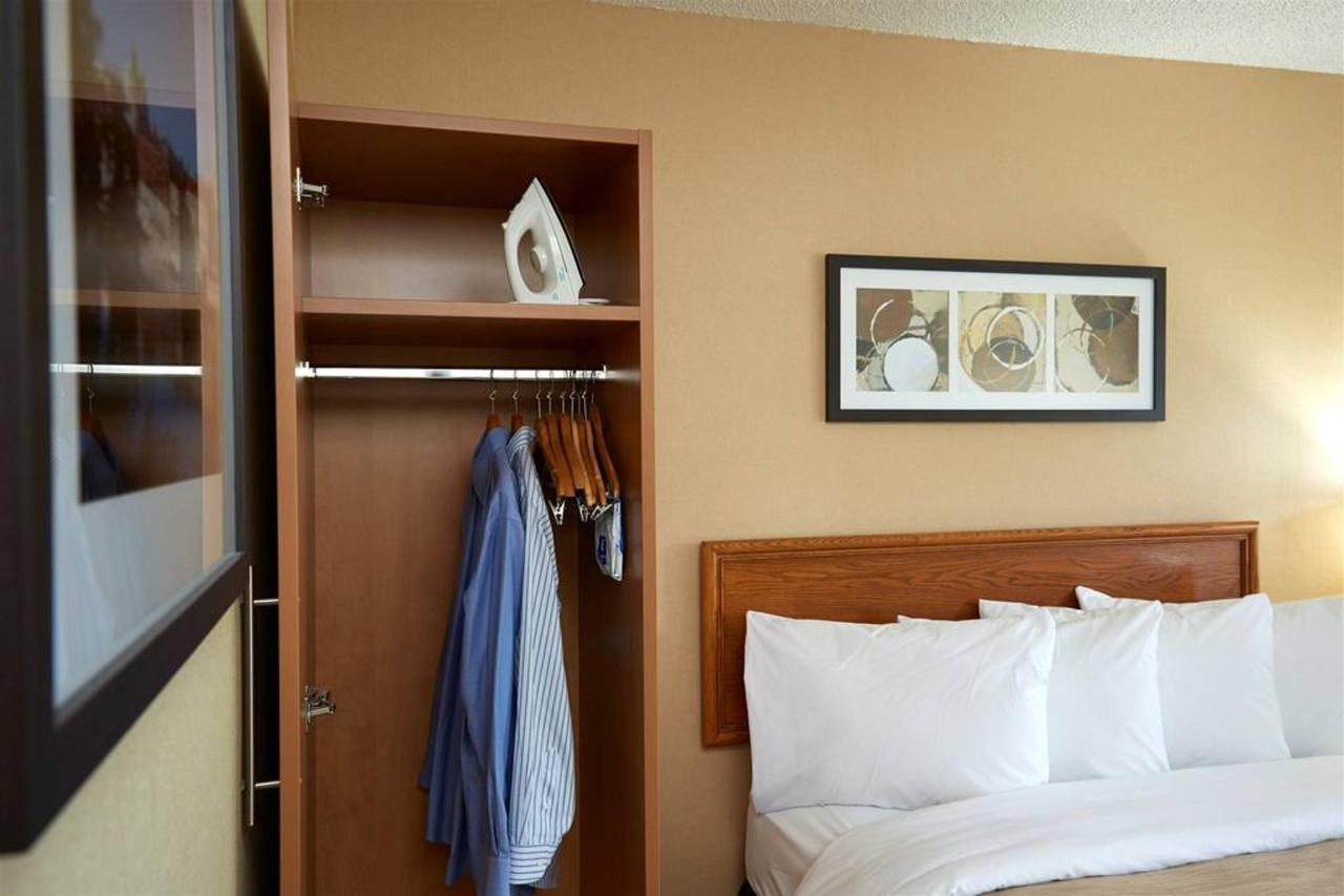 room-wardrobe.jpg.1024x0.jpg