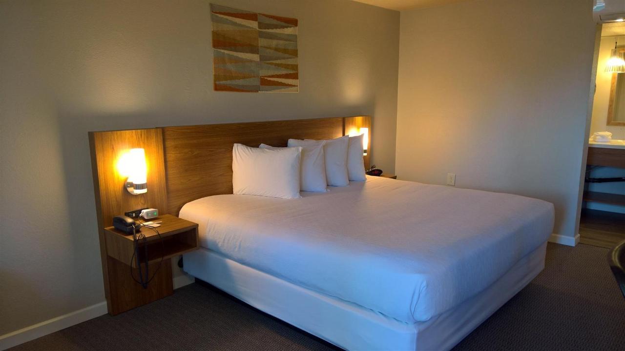 Habitación con cama extragrande (01) .jpg