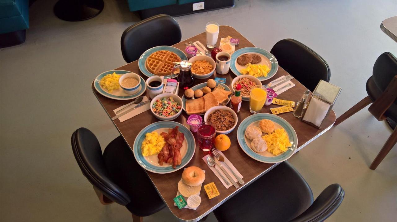Desayuno buffet y sala de estar (2) .jpg