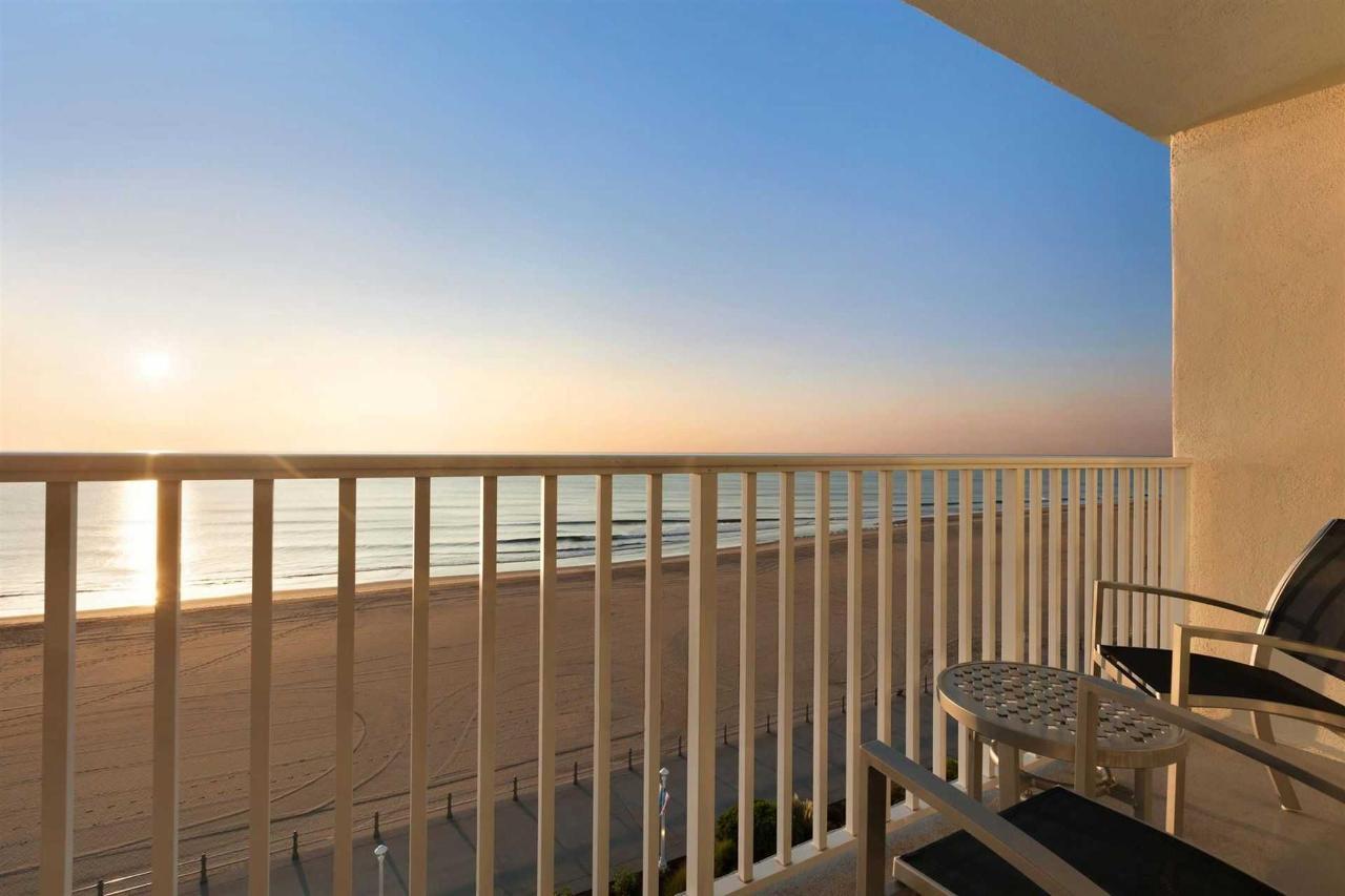 surfbreak-oceanfront-hotel-view-1148162.jpg.1920x0 (1).jpg